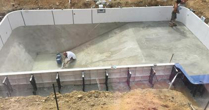 Construction for Vermiculite swimming pool base